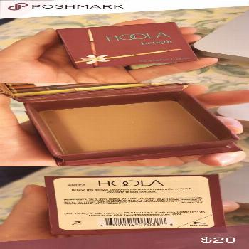 Benefit hoola bronzer Lightly/barely used. Doesn't come with brush. Doesn't come...#benefit